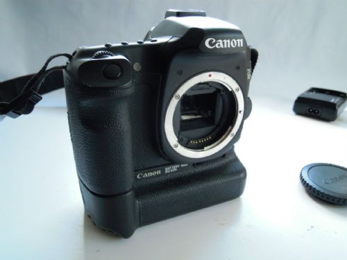 Canon EOS 40D 10.1 MP Digital SLR Camera - Black  with battery grip and charger